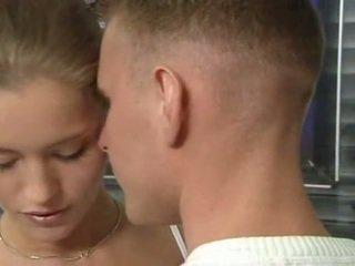 Quente alemão russa jovem grávida em escritório sexo ação
