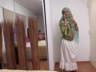 Indijke žena rides a debeli tič globoko v ji usta
