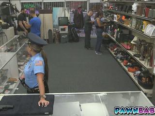 Yang pawnman dan yang policewoman fucks