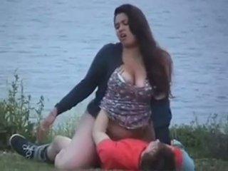 丰满的 20yr 老 他妈的 在 该 lake