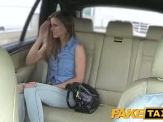 Faketaxi dame wants à voir drivers grand bite