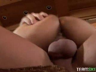ช่องปากเพศ, น้ำพุ่ง, ของเล่น