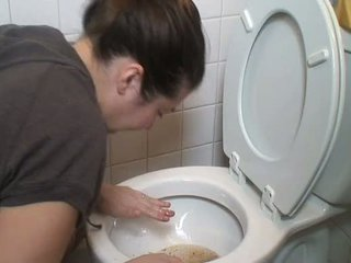 Brünett oksendamine vomit puke vomiting suu kinnitoppimine pukes