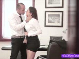 Heet secretaresse geneukt hard door zijn baas