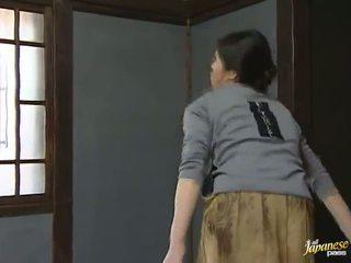 Sensuous japoneze shtëpiake has shaged gjigand onto the dysheme