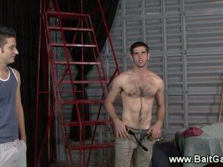 Hetero guy vorführung seine heiß körper
