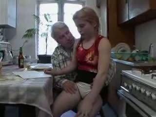 Sb3 ji knows kas į tikėtis kai senelis gives jos a