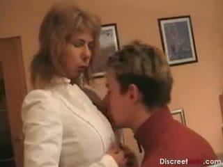 हॉट जर्मन मोम teaches बोए