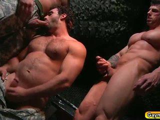 Bunker anal joder gay trío