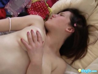 Ado bigtits millie chaud masturbation action