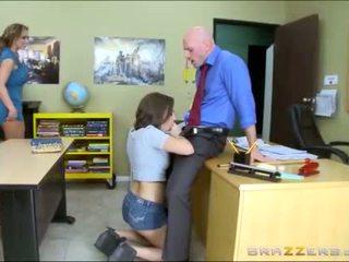 Έφηβος/η και μητριά worships σχολείο teachers μεγάλος καβλί