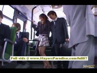 Nao yoshizaki セクシー アジアの ティーン 上の ザ· バス