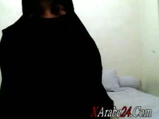 Niqab ある shaking 彼女の 大きい ラウンド 尻