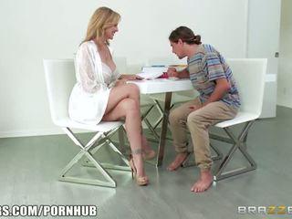 Brazzers - Blonde milf Julia Ann takes young cock - Porn Video 431