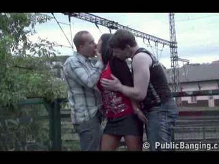 公 性別 公 三人行 在 一 火車 站