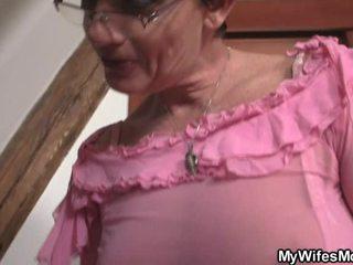 бабуся, бабуся, річний молодий
