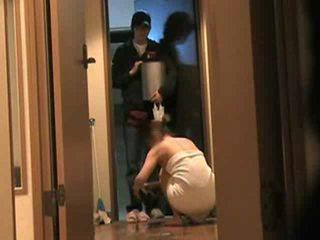 Japanska hustru answers dörr naken 2