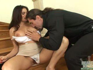 Morena secretária com grande mamas obter um pila