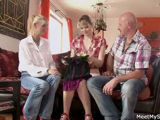 뜨거운 엄마 과 아빠 ( parents) 확인 그들의 딸 나체상 과 있다 섹스