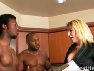 Sara jay menghisap two besar hitam dicks