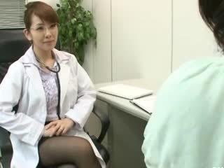 Lesbianas gynecologist 2 parte 1
