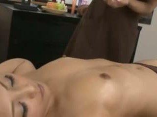 একটি জাপানী masseuse এবং তার মক্কেল