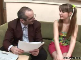 Babe gets hot knulling lesson