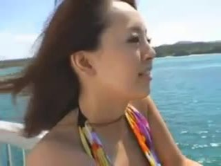 Hitomi tanaka ved den strand