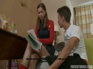 Гаряча підліток трахкав по її репетитор