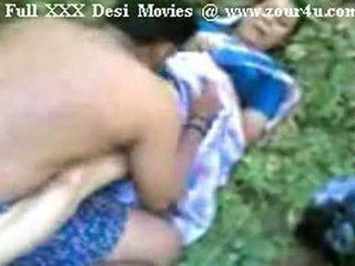 هندي mallu aunty سخيف في الهواء الطلق في picnic
