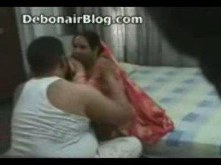 Pakistanietiškas dėdė ir aunty prigautas romancing į the