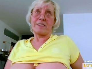 Oma (71) brauch das geld