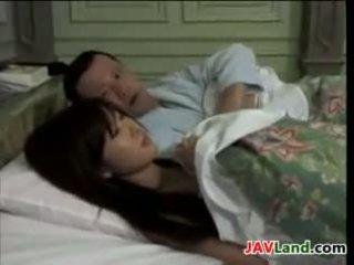 Vakker japansk husmor knulling