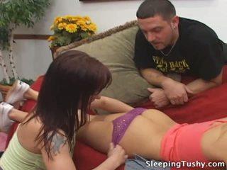 Heiß arsch lesbisch mieze gets sie hintern licked während schlafen