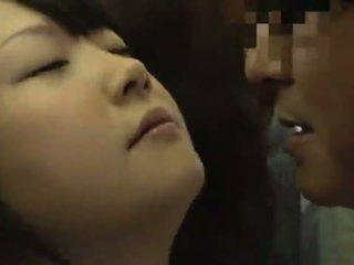 Gira oriental youthful strokes um pocket rocket em público autocarro till ele sperms