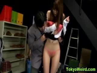 Austrumnieki prostitūte stripped un sagrupētas