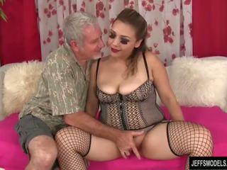 Sexy potelée fille gets baisée et foutre en bouche