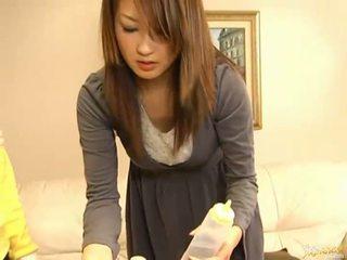 Japoneze av model duke thithur kokosh