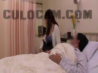 مستشفى دور لعب exhibitionist اللسان كبير الآسيوية الثدي