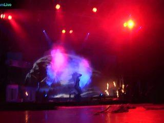 舞台 performer dorothy 黑色 going 袒胸 和 打