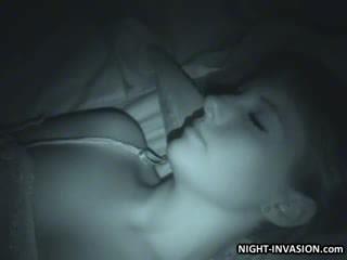 เซ็กซี่ ตุ๊กตา fingered ใน การนอนหลับ