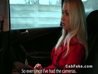Bionda fidanzata tradire in un fake taxi