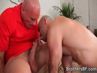 Hawt bf receives 彼の 尻 ファック 上の カウチ