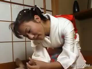 Japanisch geisha rubbing schwanz