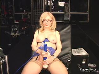 Nina hartley pleasures viņai cookie ar šī sekss tool