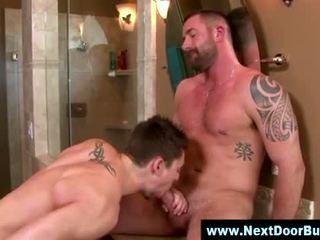 Homosexual muscle sportivi muie jet de sperma