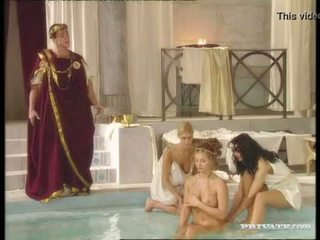 Črno widow katalin in rita faltoyano bathe skupaj pred a obrazno