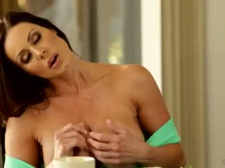 Mommy and Daughter Almost Caught - Ariana Marie and Kendra Lust <span class=duration>- 3 min</span>