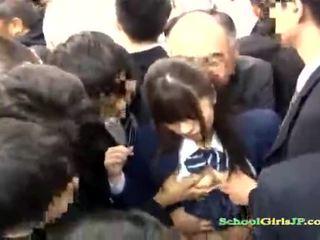 Ázijské školáčka gets ju tvár gang banged v a autobus