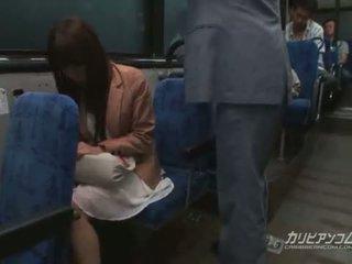 Chikan geneukt op bus